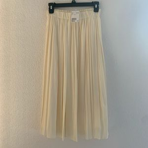 Soft and silky H&M pleated skirt